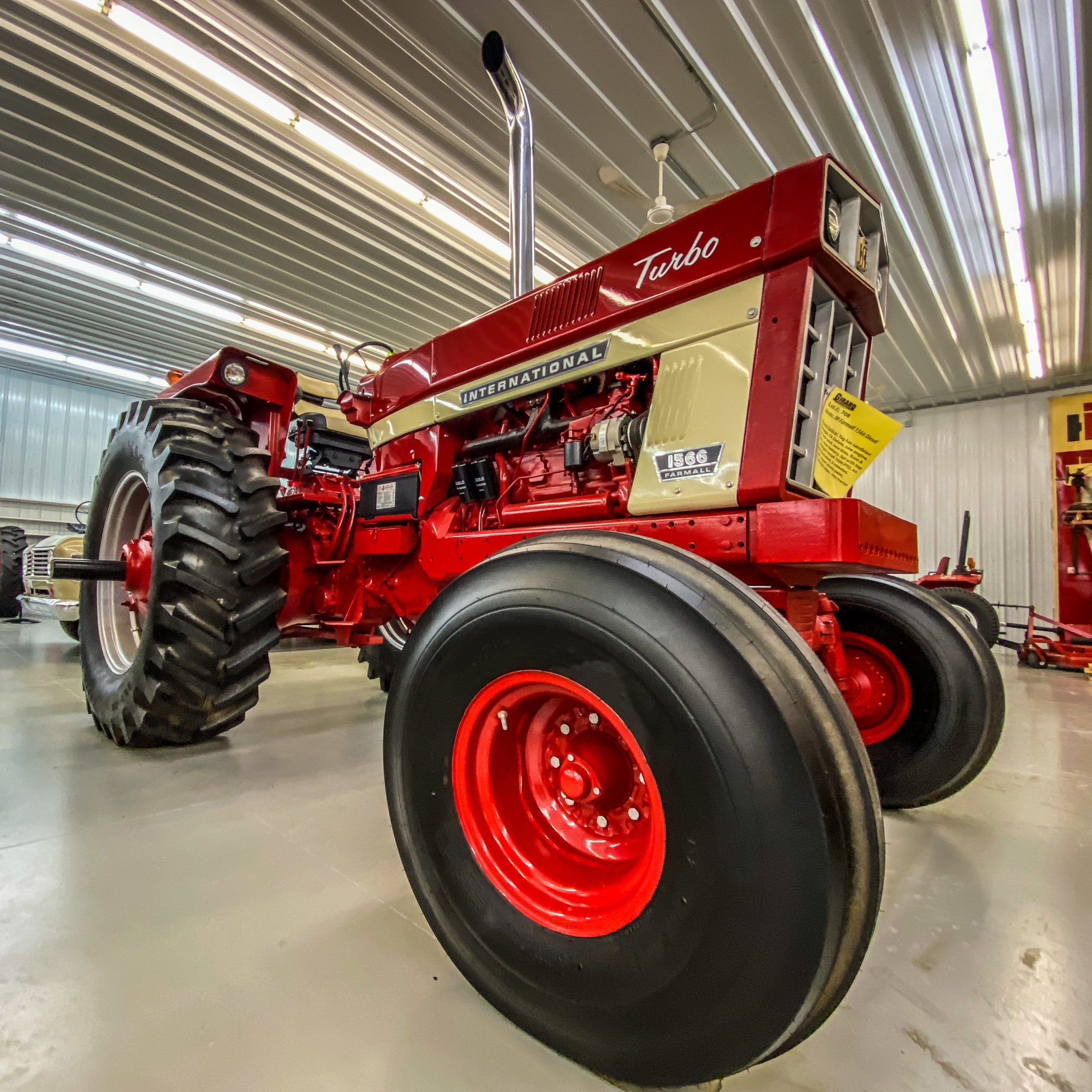 Front 3/4 photo of an IH 1566 from Farmall Land